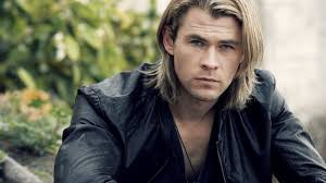 Chris Hemsworth con media melena